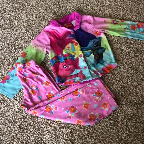 NWT 2 PC Toddler Girl Clothes Trolls Short Sleeve Top and Leggings 3T 2T 4T